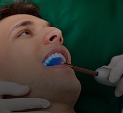 Dentist using laser assisted cavity detection system